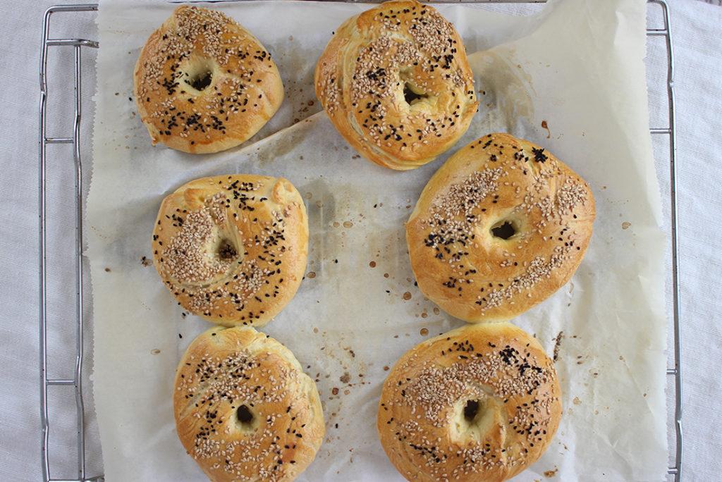 Selbstgemachte Bagels vom #synchronbacken: noch lauwarm aus dem Ofen schmecken sie mir am besten.