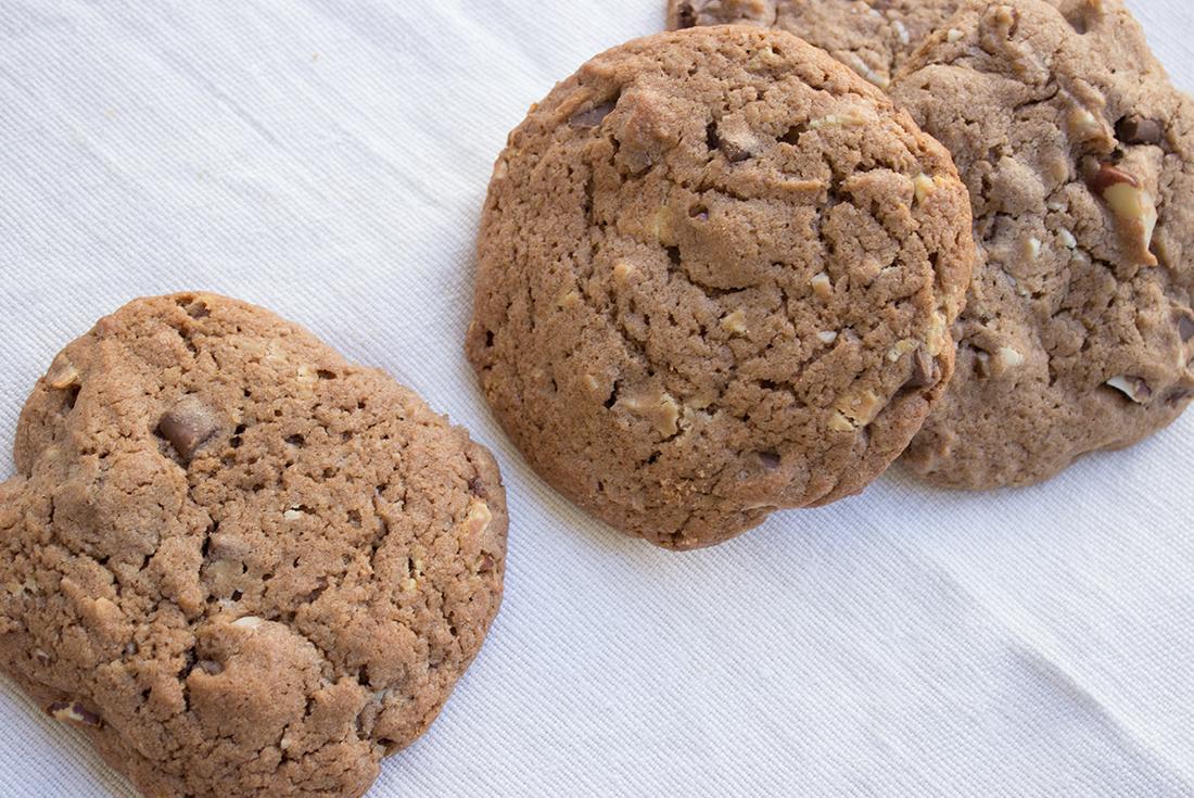 Chocolate Chip Cookies mit Nüssen