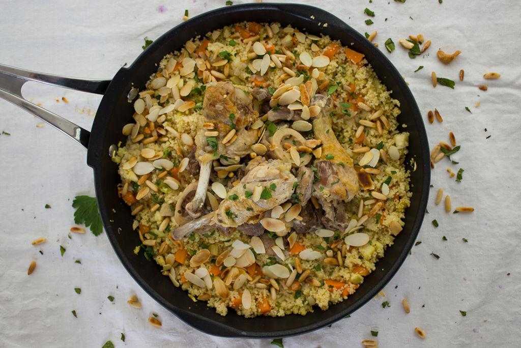 Einfach und schnell für viele Gäste zu machen: Gemüse Couscous mit Schmorfleisch.