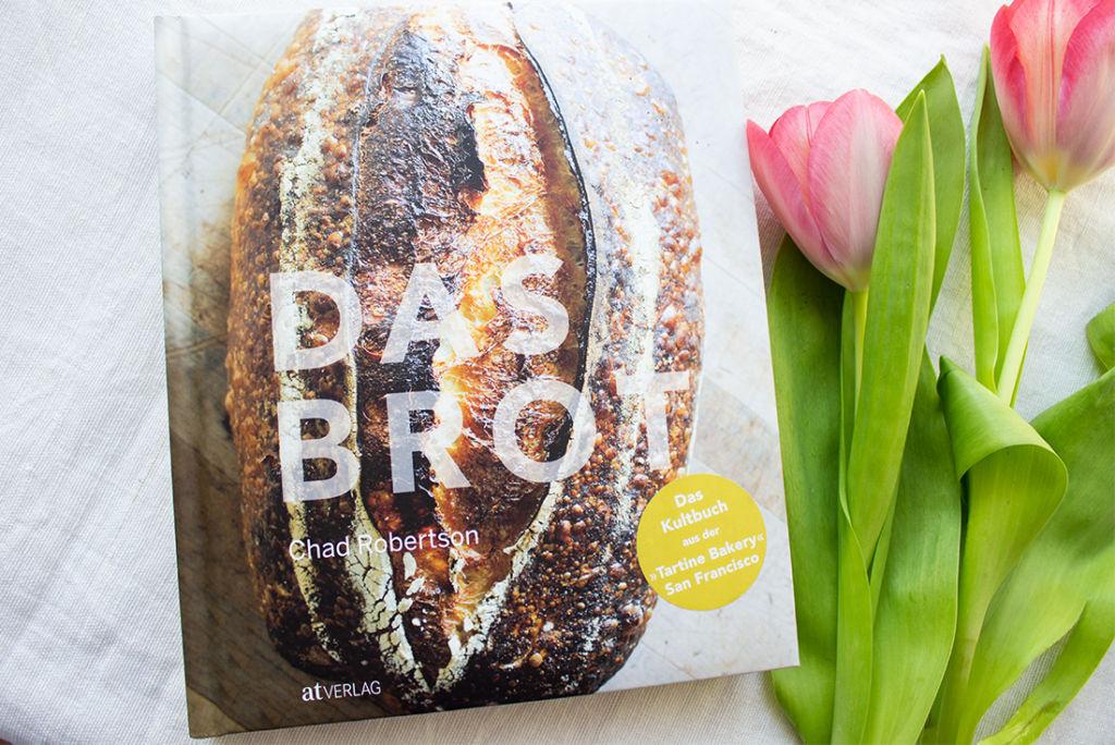 Das Brot: ein wunderschönes Backbuch mit schönen Texten zum Thema Brotbacken.