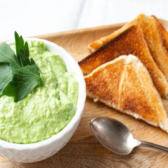 Grüner Feta Dip mit Erbsen