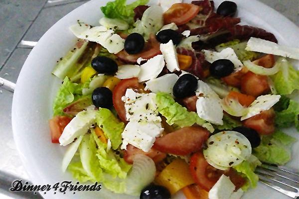ein schnelles essen ohne gro einkauf griechischer salat. Black Bedroom Furniture Sets. Home Design Ideas