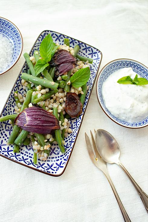 Grüner Bohnensalat mit Buchweizen und Roten Zwiebeln