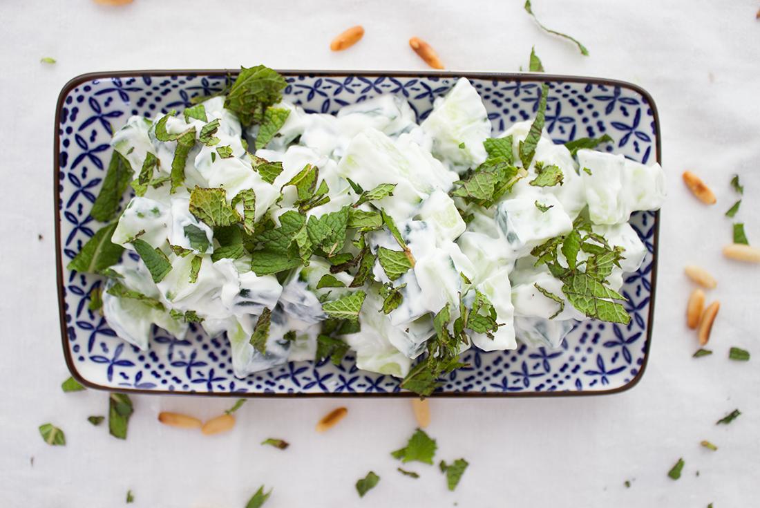 Gurkensalat mit Minze: Schnell gemacht, erfrischend und lecker.