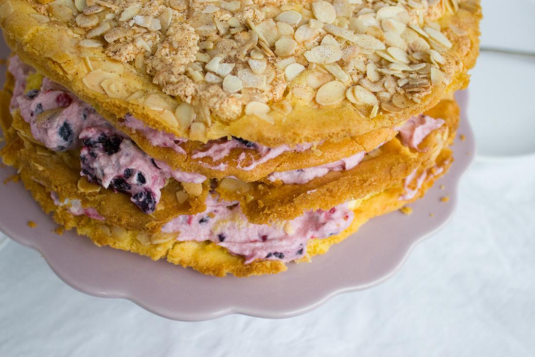 Perfekt für Fest- und Feiertage: Himmelstorte (Naked Cake mit Heidelbeeren)