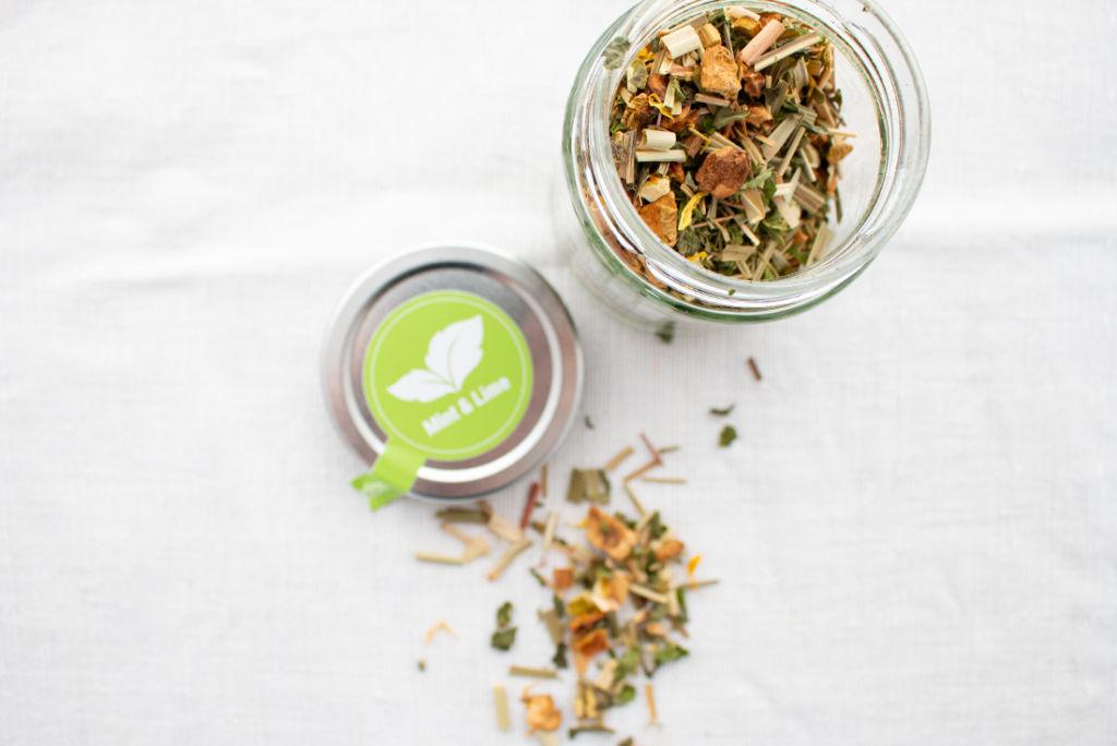Juni Lieblinge: Tee im Glas für erfrischenden Lime-Eistee