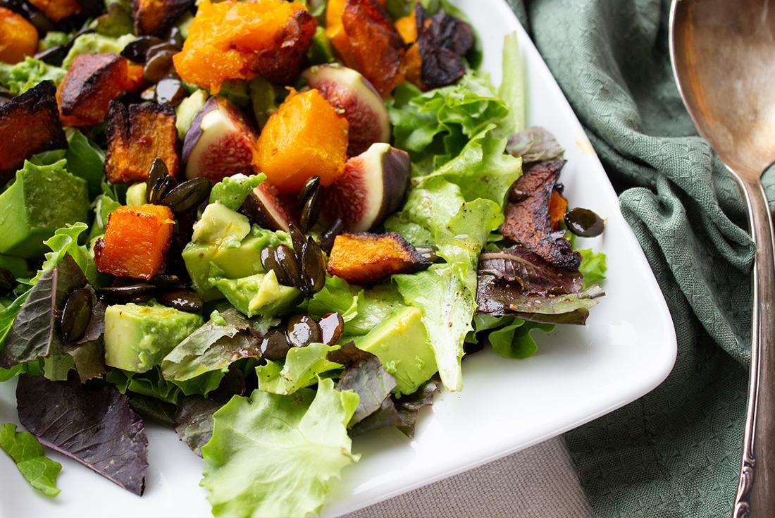 Veganer, herbstlicher Kürbissalat