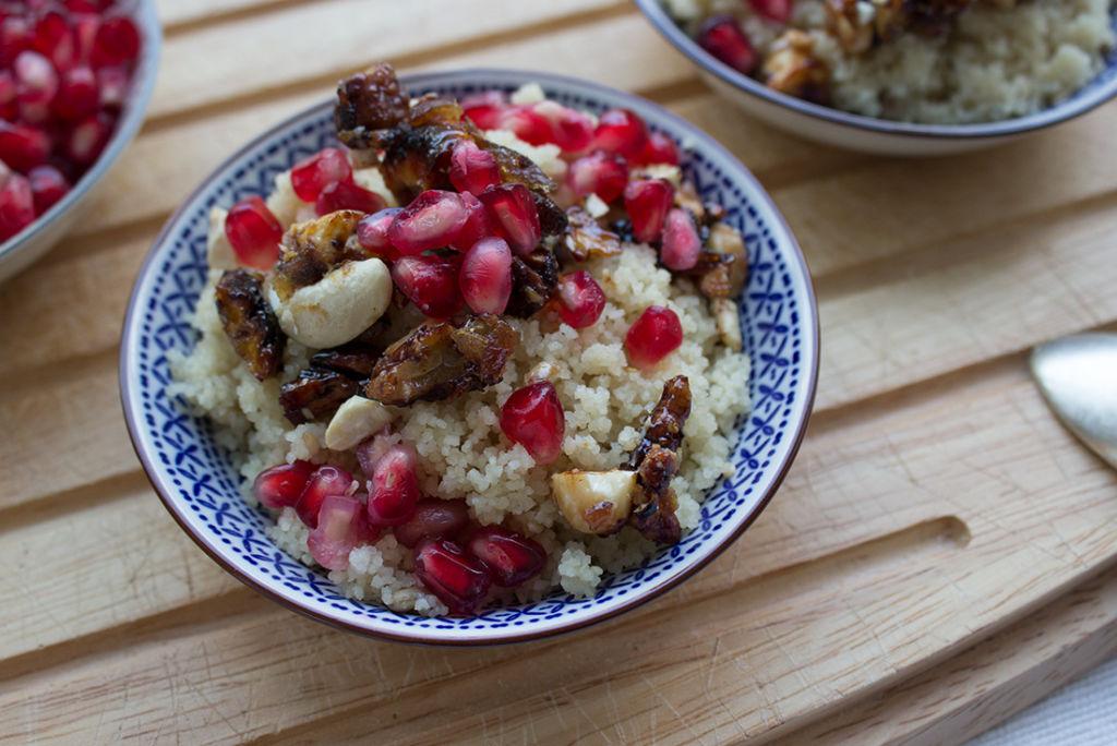 Als Topping gibts karamellisierte Nüsse und Granatapfelkerne - so gut!