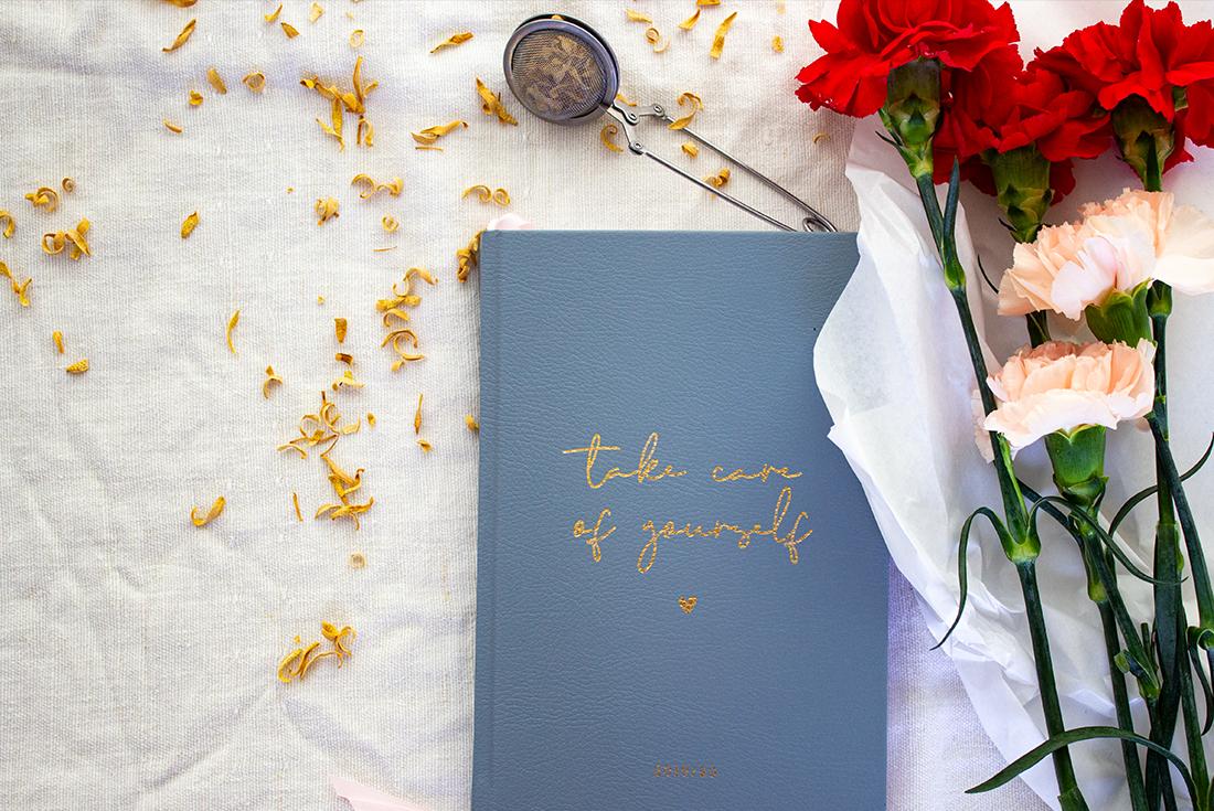 Meine Lieblinge im September und des ganzen Jahres: der Jo&Judy Kalender 19/20 und eine Tasse Orangenblütentee.