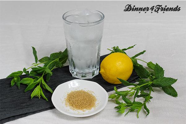 Wer genau wissen will, was er trinkt und wie viel Zucker in die Limo soll, macht sie am besten selbst. Hier Kräuterlimonade - garantiert Bio und mit wenig Zucker - dafür lecker und erfrischend.