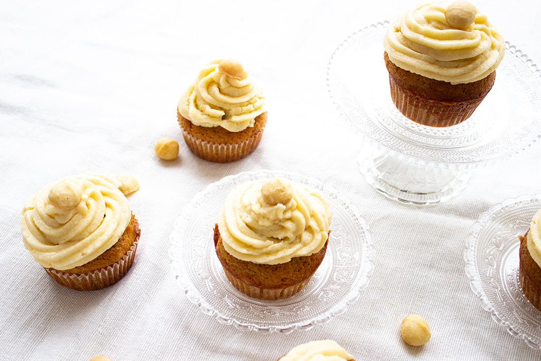 Macadamia Nuss Muffins mit Buttercreme Topping