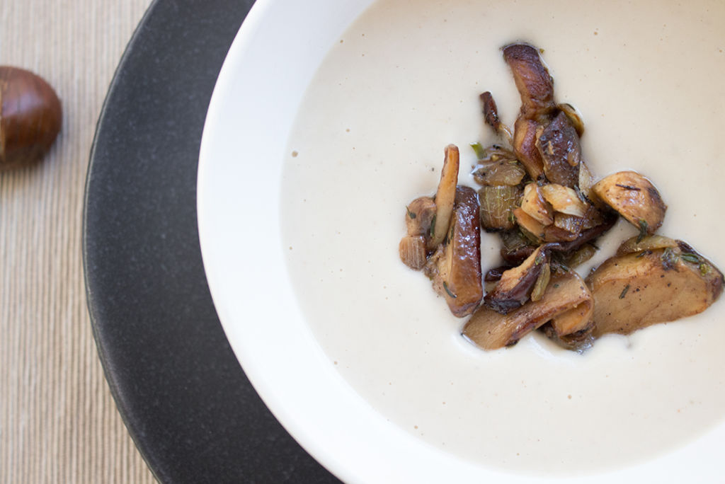Expresskochen mit dem Schnellkochtopf: Maronisuppe mit Sellerie und Steinpilzen.