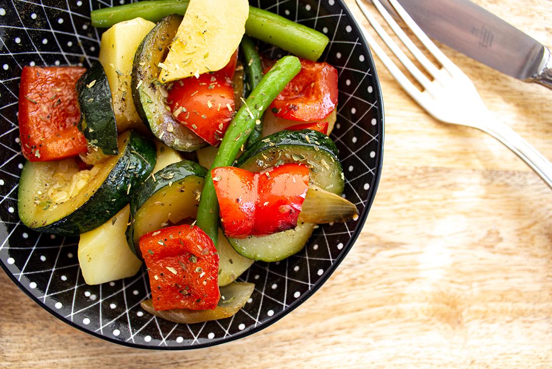 Ideal zum Grillen und fürs Picknick: mediterraner Kartoffelsalat