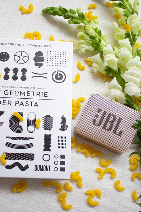 Meine Lieblinge des Monats im Juni: JBL Go, Die Geometrie der Pasta und Löwenmäulchen