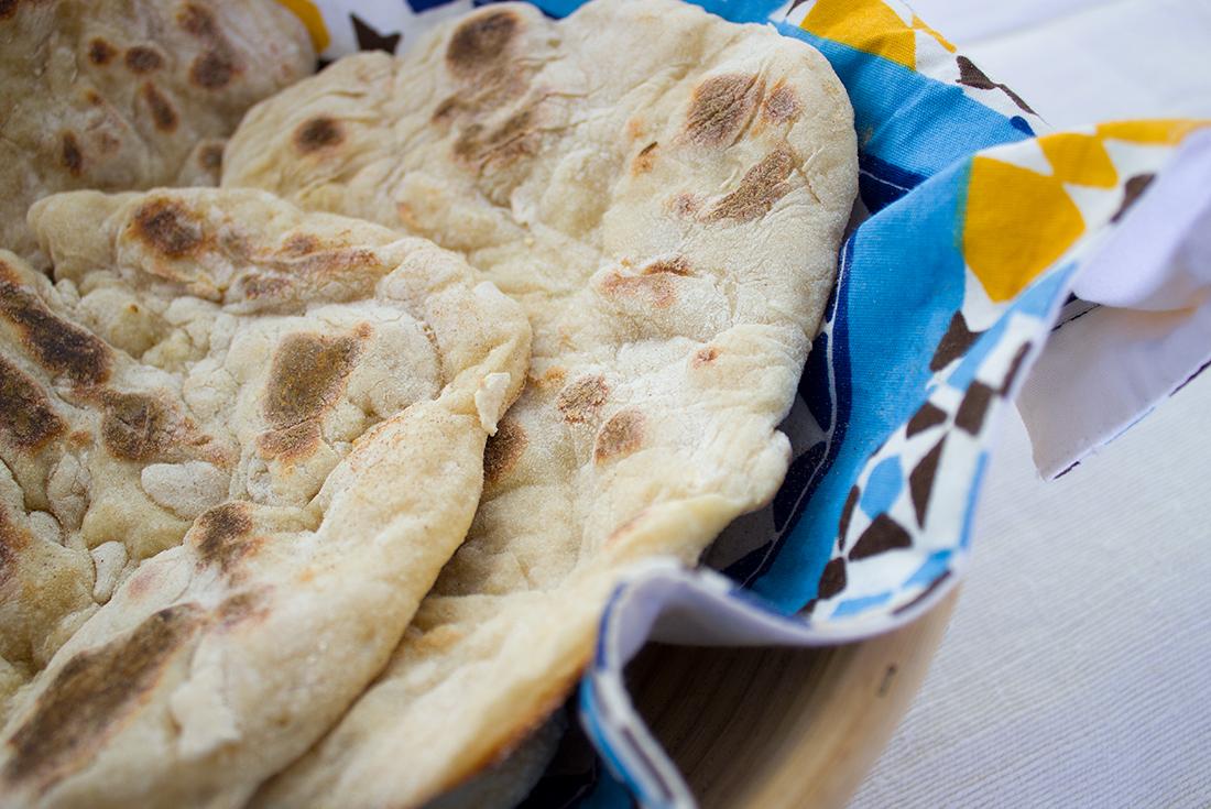 Fluffiges Naan Brot ist schnell selbst gebacken