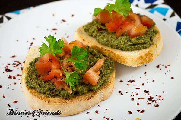 Die Olivenpasta macht sich gut als Brotaufstrich, als Dip, als Geheimzutat im Salat-Dressing oder in der Pastasauce.