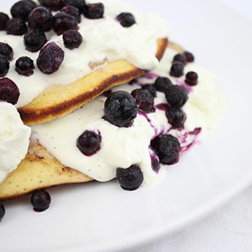 Heidelbeer Pancakes mit Sahne-Quark