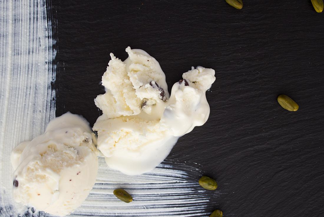 Eis selber machen geht ganz einfach und unglaublich lecker! Hier zum Beispiel Ricotta Eis.