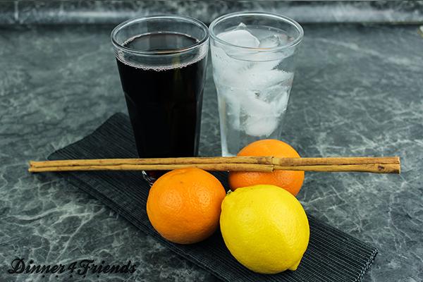Für alkoholfreie Sangria braucht man wenige Zutaten, die Zubereitung geht schnell - eignet sich also super, wenn sich überraschend Gäste ankündigen!