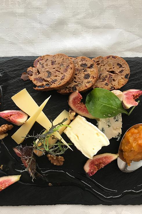 Das Essen ist fantastisch: Die Käseplatte war unser Standard-Dessert im Hideaway Schloss Mittersill.