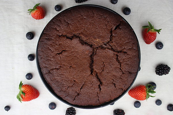 Schokoladenkuchen mit Glasur, aber ohne Weizen