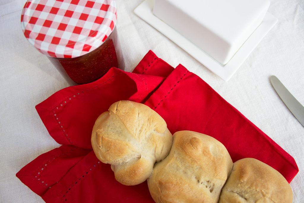 Schweizer Brot nach Lutz Geissler sieht aus wie Zeilenbrötchen.
