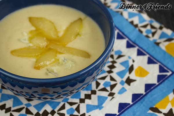 Selleriecremesuppe mit Gorgonzola und karamellisierten Birnen ist alles andere als eine schnöde Gemüsesuppe!