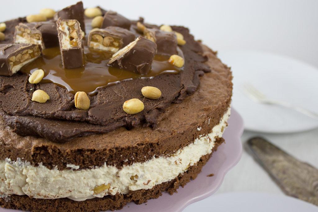 Snickers Torte Mit Karamell Schokolade Erdnussen Dinner4friends