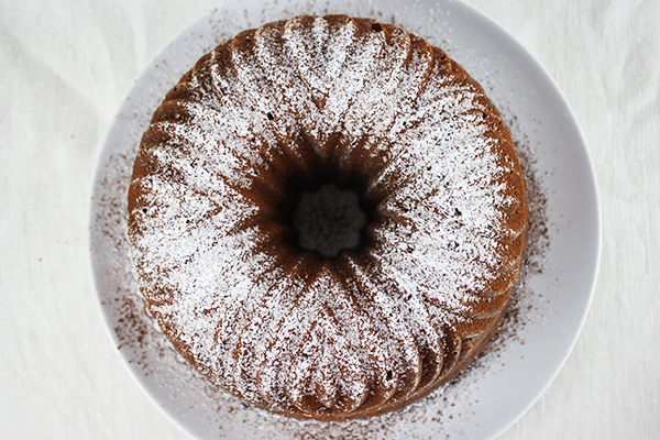 Der Snickers-Kcuhen eignet sich auch als Geburtstagskuchen. Denn er ist etwas besonderes. Und schmeckt traumhaft!