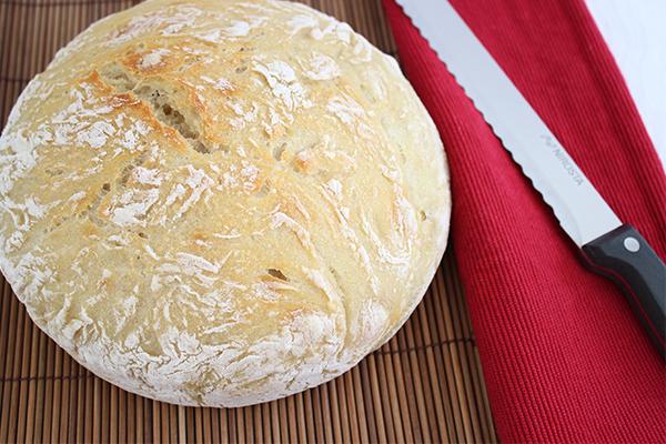 Topfbrot? Ja! Das Brot, das im Topf gebacken wird. Ganz ohne Küchenmaschine und kneten!