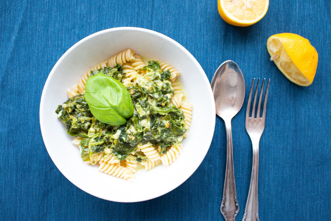 One Pot Pasta mit Spinat und Zitrone