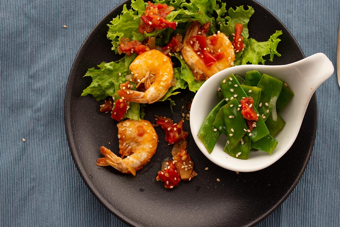 Zuckerschoten-Salat mit gebratenen Garnelen inspiriert von Johann Lafer