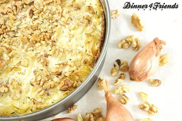 Der Zwiebelkuchen kommt bei uns besonders oft im Winter auf den Tisch: knusprig, deftig und lecker.