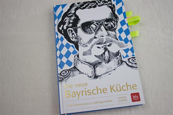 """""""Die neue Bayrische Küche"""" von Florian Lechner aus dem blv Verlag hält Klassiker genauso wie neue, moderne Interpretionen bereit. Die Anleitungen sind logisch, einfach und nachvollziehbar. Mit diesem Kochbuch kann jeder Herr der bayerischen Küche werden! Also: An Guadn!"""