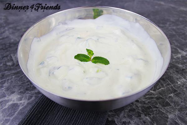 Schnell gemacht und einfach: Joghurtsauce (Cacik).
