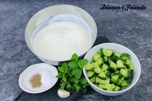 Die Zutaten für Joghurtsauce (Cacik) sind fast immer im Haus.
