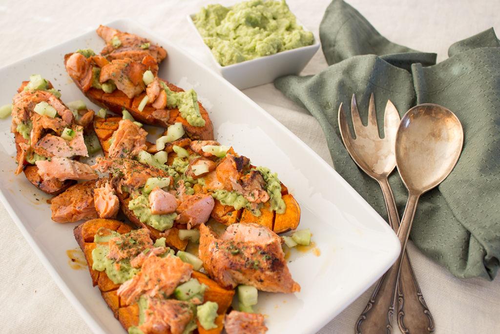 Lachsforelle Mit Süßkartoffeln Aus Dem Ofen Mit Guacamole