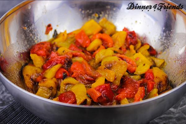 Gegrillter Paprikasalat ist geschmacklich wie optisch ein Hochgenuss!