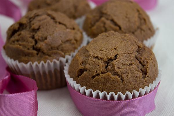 Sie schmecken, saftig und schokoladig und das Wichtigste: sie machen glücklich! Schoko Muffins mit vieeel Schokolade!